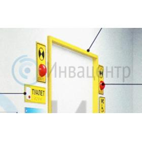 Дверной проем санитарной комнаты для инвалида, пример оснащения световым маяком для дверей