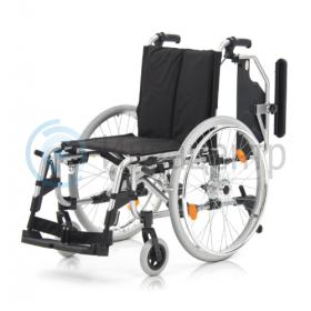 Кресло-коляска с откинутыми подлокотниками