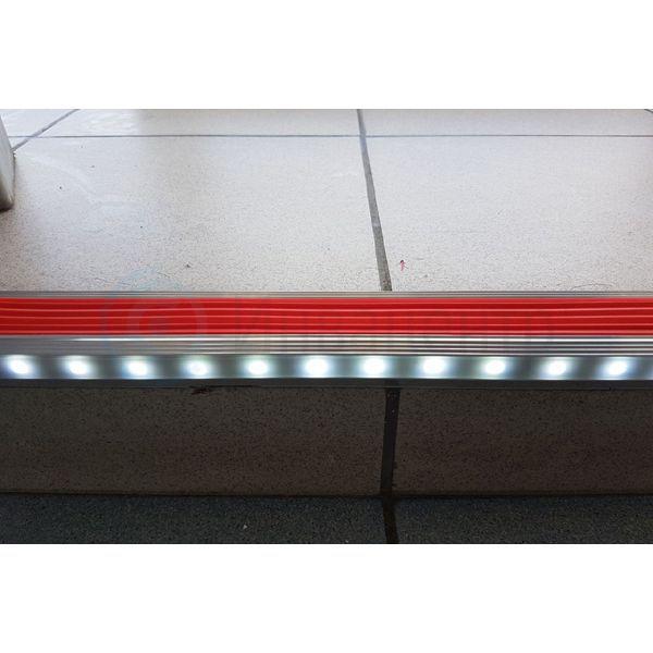 Алюминиевый накладной угол с одинарной подсветкой 44 мм